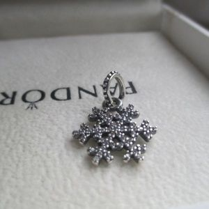 Pandora Winter Kiss Snowflake Pendant charm